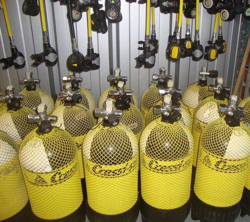 photo matériel de plongée sous-marine et snorkeling cressi sub
